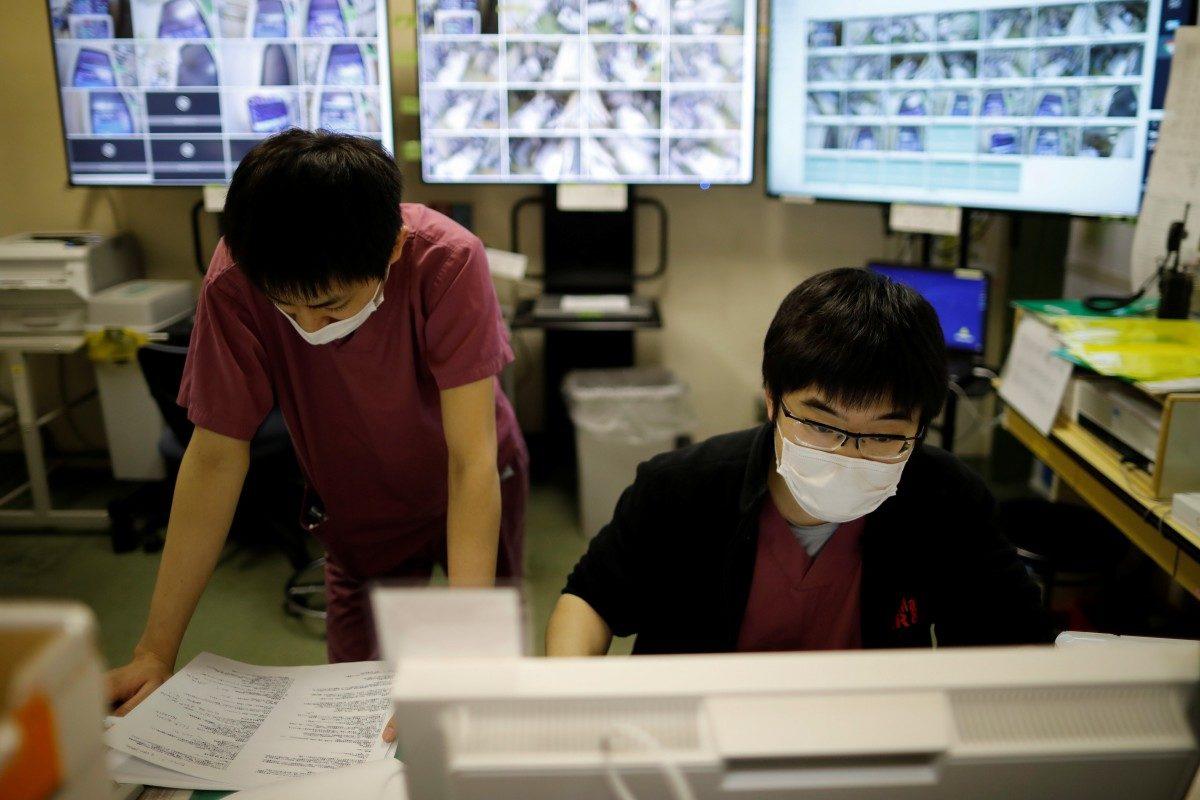 日政府規定:通報疫情只能「手寫+傳真機」醫師氣瘋怒嗆!