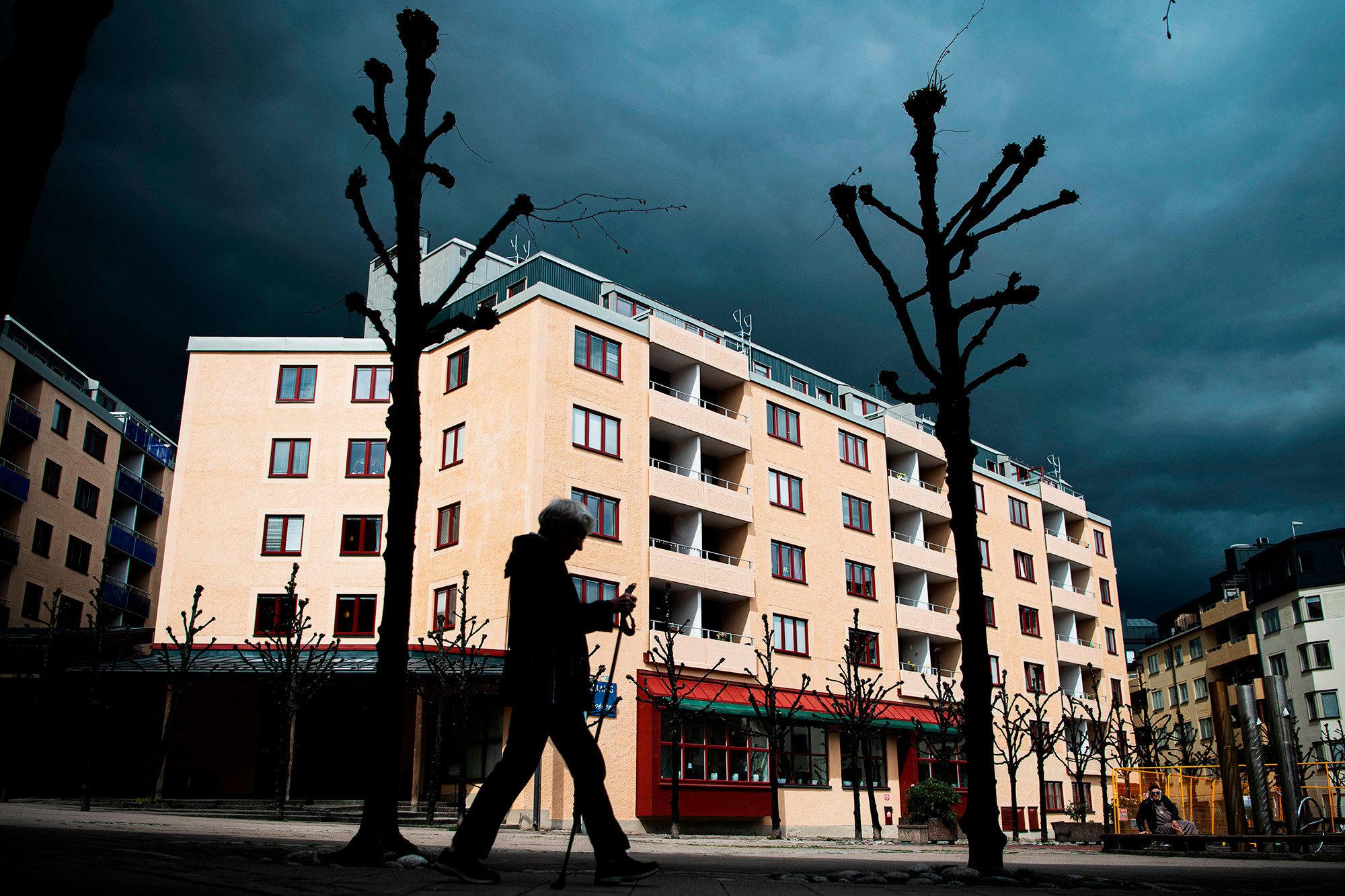瑞典武肺死亡率正式「超越美國」!政府堅持:我們不會封城