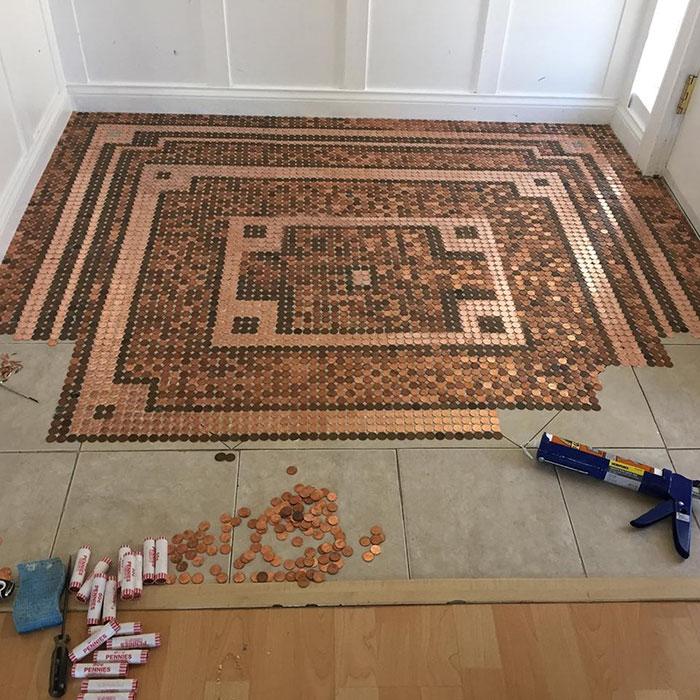 她用「3萬個硬幣」打造最美地板 「5年後的樣子」超想衝去銀行換錢!