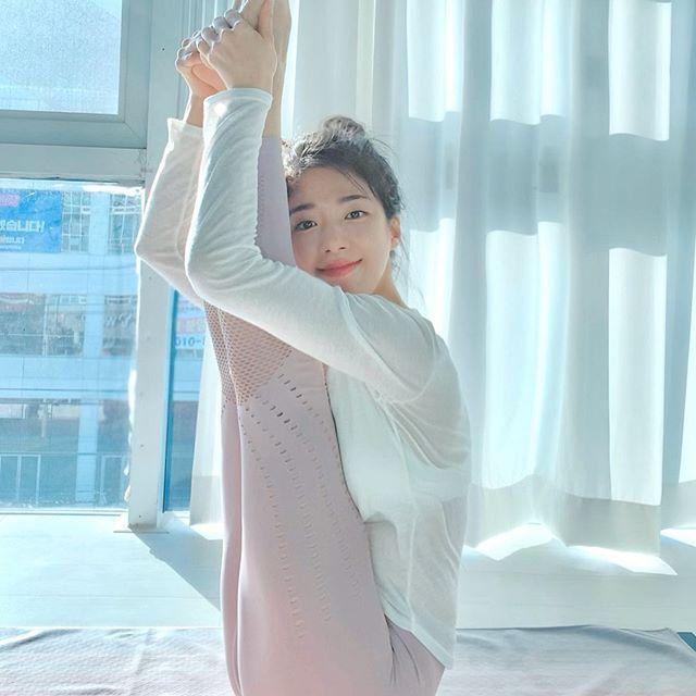 南韓「超正瑜珈教練」辣到逆天 「人體麻花捲」被國外鄉民肉搜!