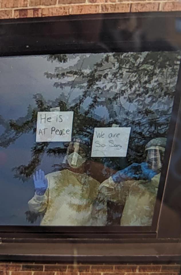 護士把「我們很抱歉」字條貼在窗上 孫子「等不到阿公」心碎了