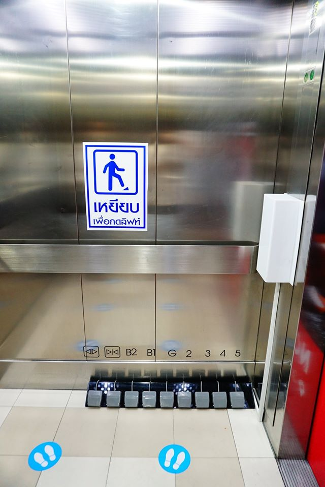 百貨公司推「用腳按電梯」防疫服務 網友大讚:未來都該換這台