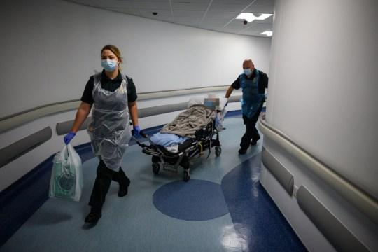 無良醫院把「確診者」送回養老院 不說「有染病」造成大感染!
