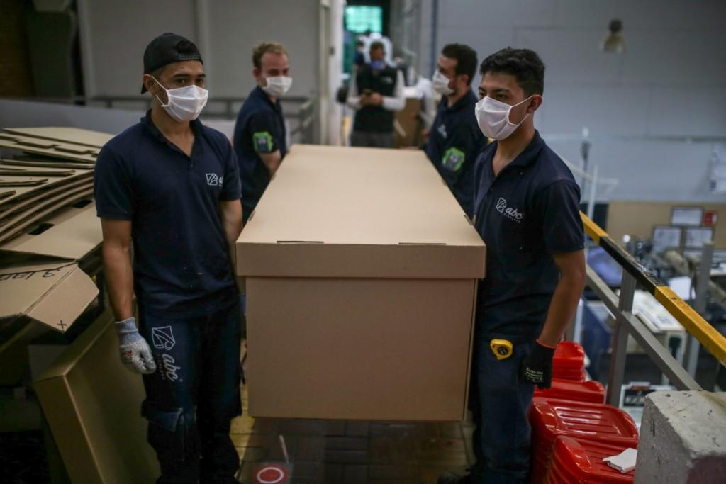 國外推「2合1厚紙箱」當病床 改裝後「可直接下葬」!