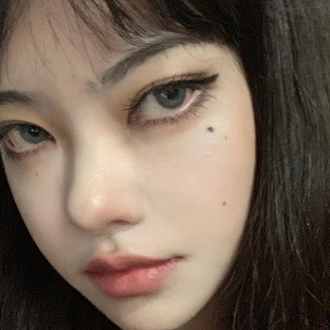 厭世正妹還原「魅惑系富江」 黑化後「長出2張臉」還是美翻!
