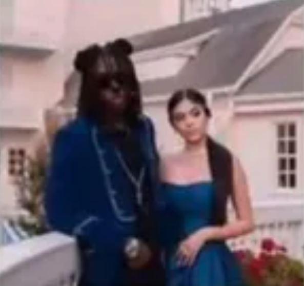 爆紅《美女與野獸》Cos婚紗照 網近看發現「怪怪的」:他沒戴頭套!