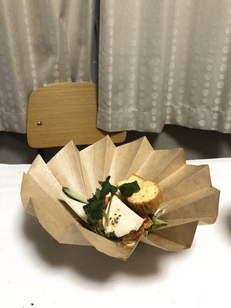 普通紙杯輕輕一壓變「網美餐盤」 美學+環保一次get!