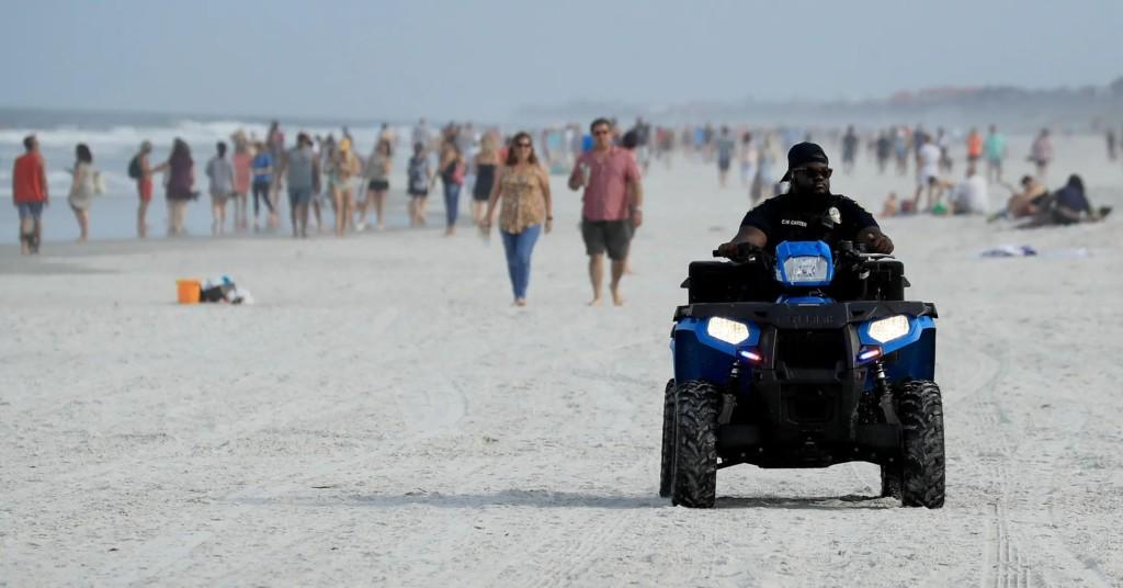 解除封鎖!海灘只開放4天「積6噸垃圾」口罩堆滿沙灘