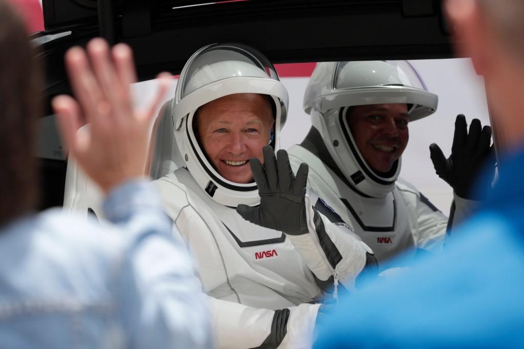 科技狂人聯手NASA「飛到外太空」 直播發射「拍到超失敗」畫面