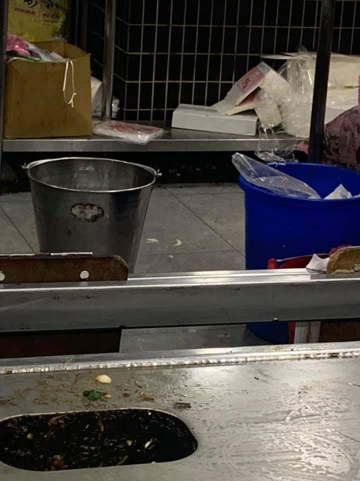 連鎖鐵板燒「環境超噁」被爆料 「照片為證」還有人護航:很正常!