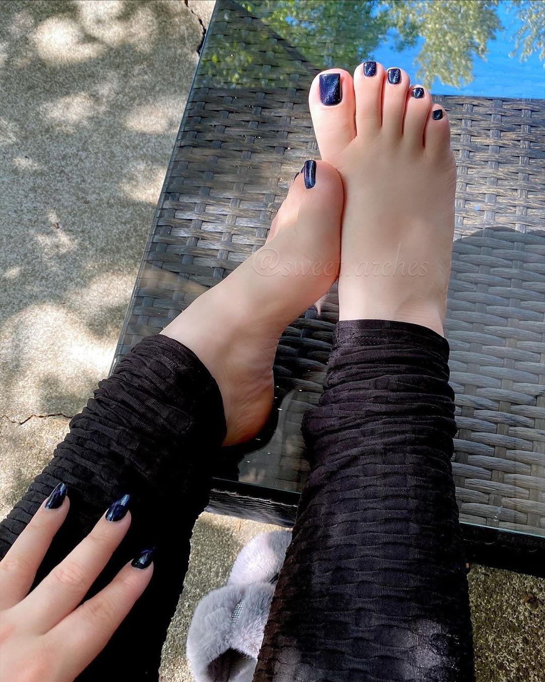 女學生靠「賣腳掌」付學費 爆客人「特殊要求」最愛看輾壓!