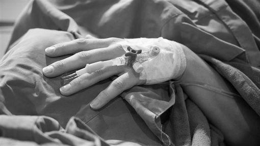 澳門姊弟來台「見病危爸」居家檢疫第1天就天人永隔