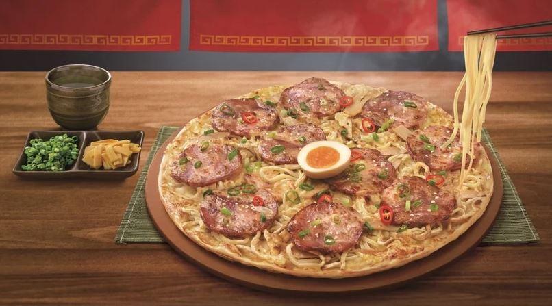 必勝客推出「豚骨拉麵披薩」網驚:一次得罪兩個國家
