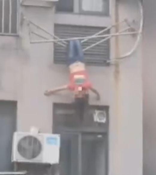 女子「倒掛8樓」驚動5鄰居搶救 一落地超羞愧:我喝太多...