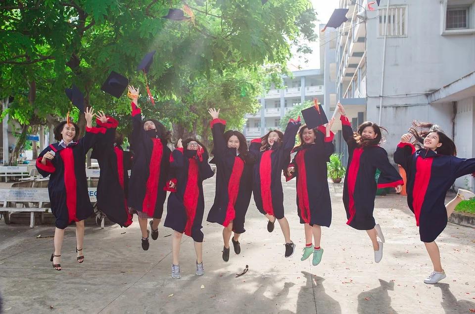 為什麼畢業後友情會散?在群組「被瘋狂已讀」才是最正常的!
