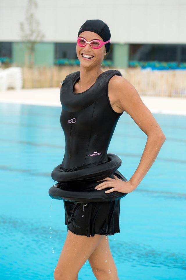 迪卡儂推「旱鴨子泳裝」自帶雙泳圈 超ㄎㄧㄤ造型被網友笑翻!