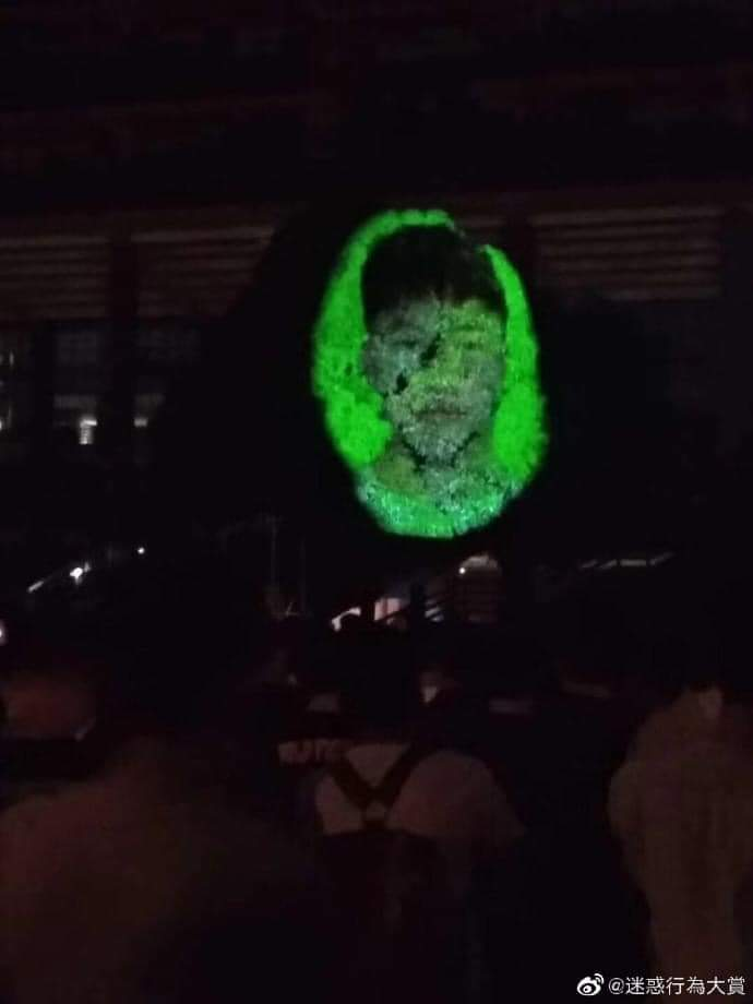 畢業展樹上「冒出恐怖人臉」 網揭內幕:老師等了好幾年的報復