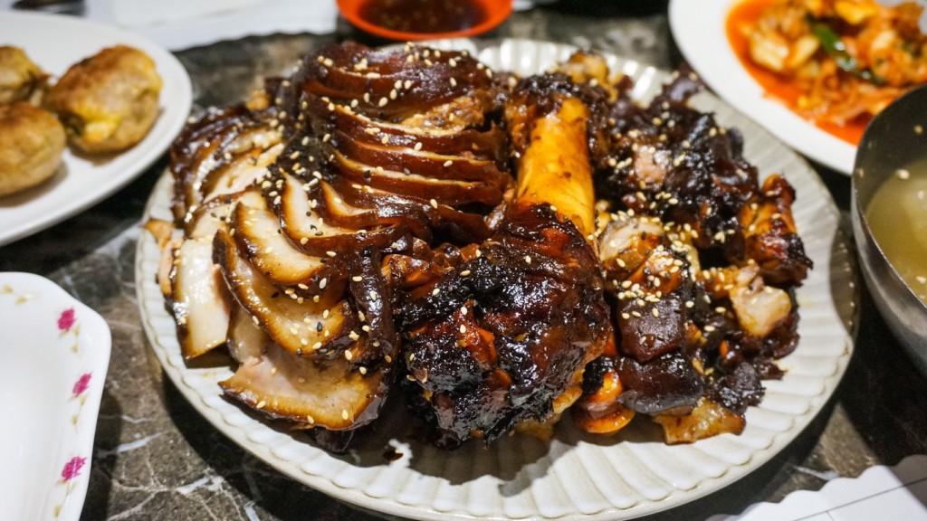 「韓食堂」連韓國人都敬佩的「超道地豬腳」公主級服務超貼心!