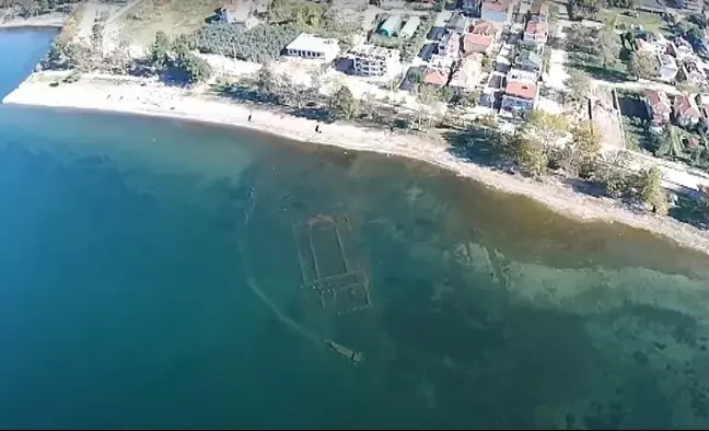 湖水突然變乾淨...深埋湖底「4世紀老教堂」終於曝光!