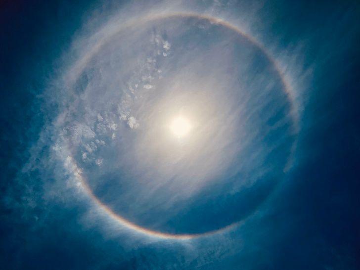 20張「現實比電影更精采」的神奇照片 藏了整片天空的石頭!