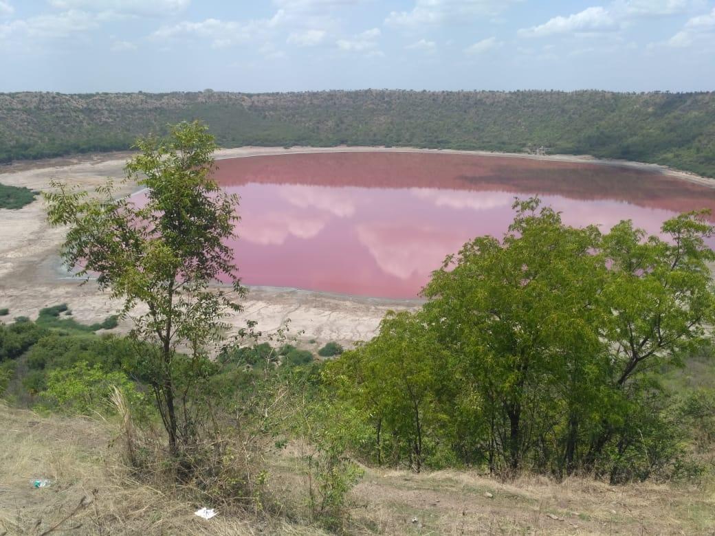 隕石湖突然變「夢幻草莓色」 專家揭「2大關鍵」沒下雨差超多