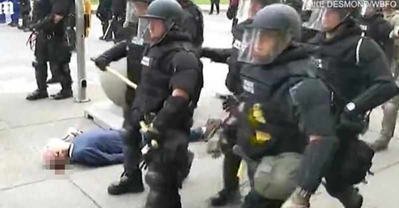影/警察示威「狂推75歲老伯」 對方「頭部重摔」送院搶救中!