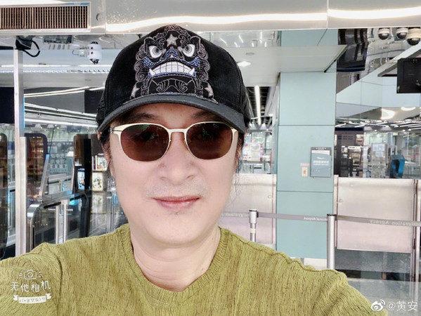 黃安爽喊「回北京啦!」全程不敢脫「MIT口罩」炫耀豪華隔離房