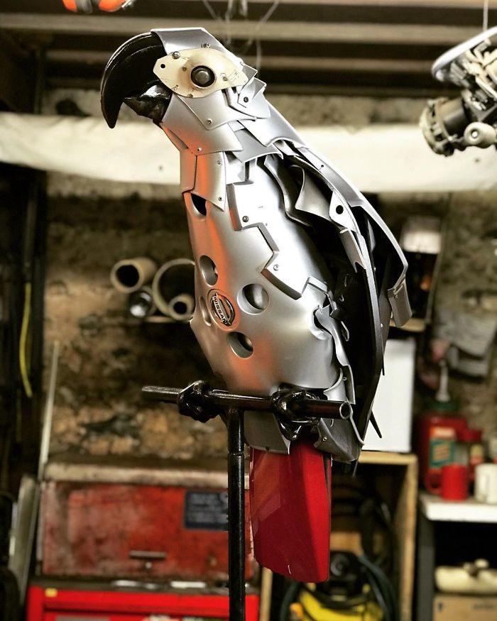 他蒐集「廢棄汽車零件」還原大自然 「BMW老鷹」跟原車一樣霸氣!