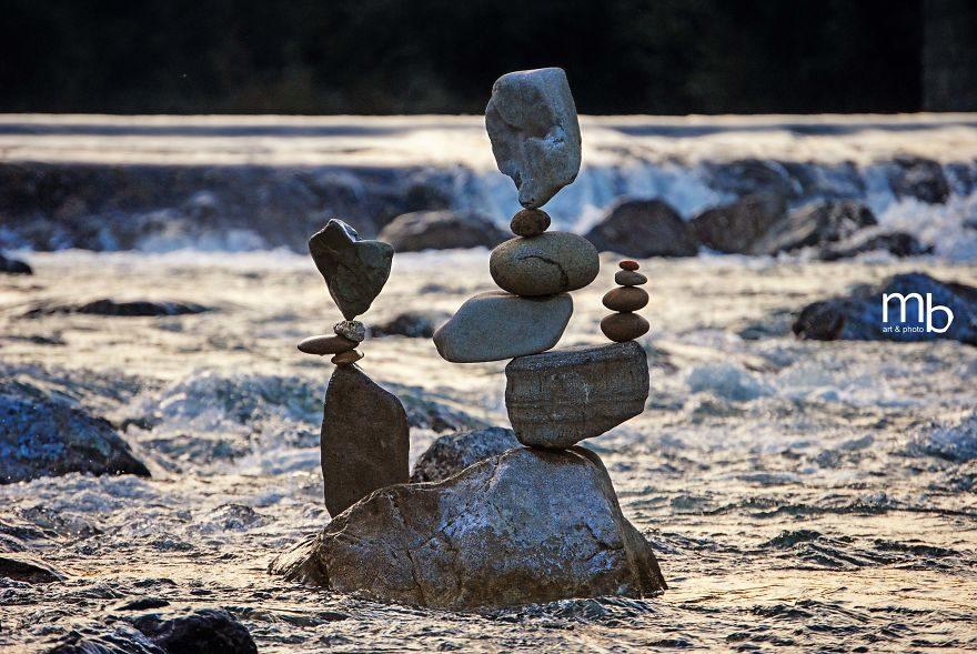 不是修圖!他邊冥想邊創作 堆出「最完美平衡」