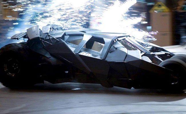 電影拍攝中!醉漢以為蝙蝠車是「外星人飛船」油門催到底拯救地球