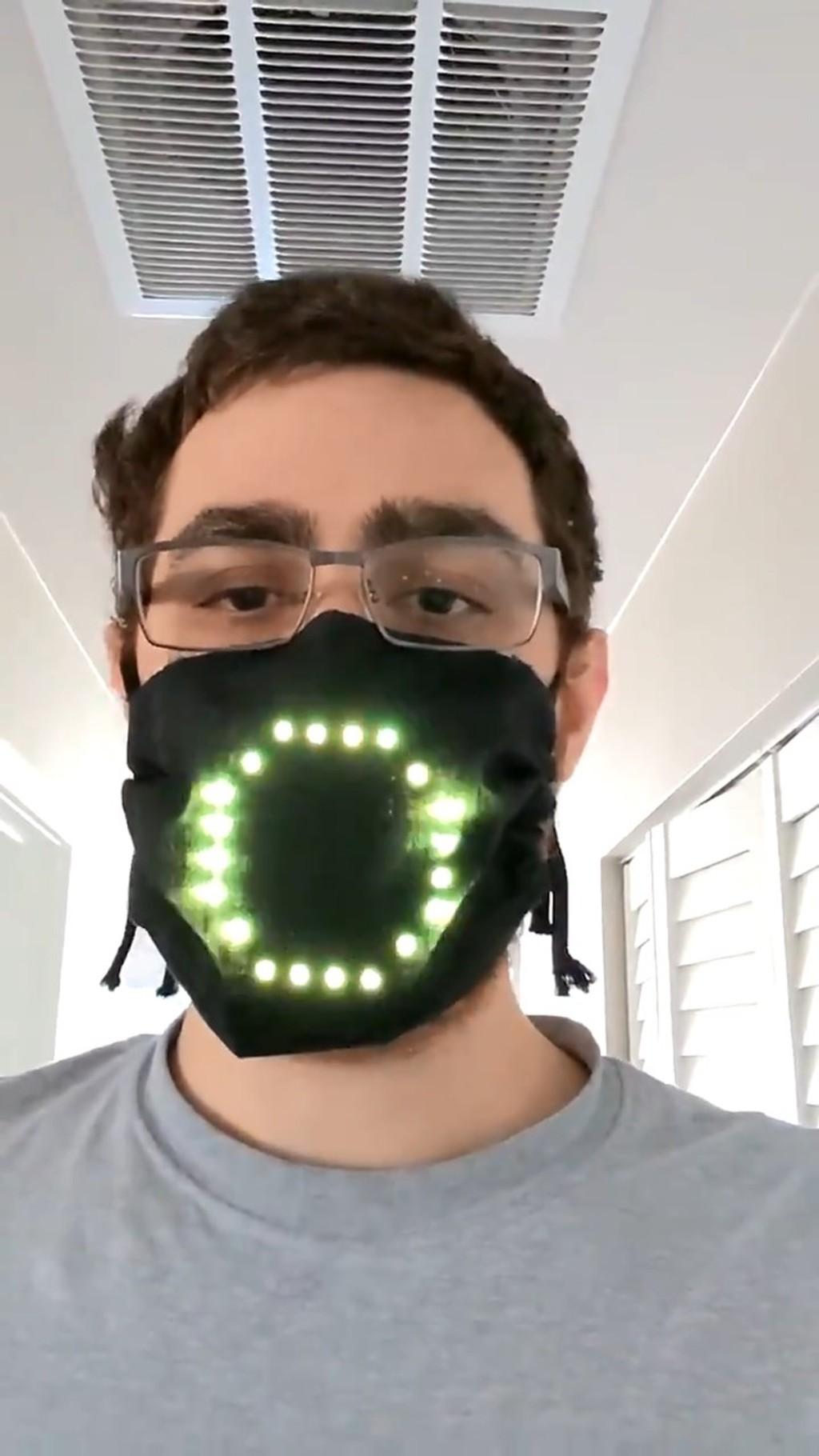 工程師發明「能露出表情」的親民口罩 臭臉人再也不怕被誤會!