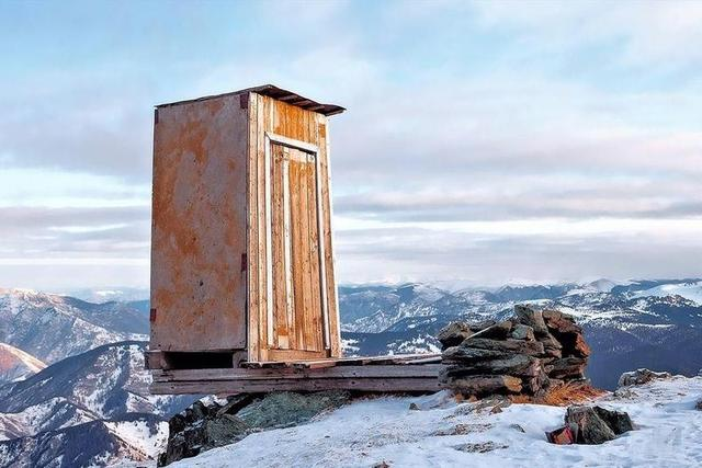 地表「最抖廁所」只有5人能上 衛生紙1年補1次...用直升機送!