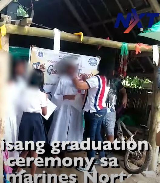 影/畢業典禮學生「輪流戴同片口罩」拍照 家長問:這樣不對嗎?