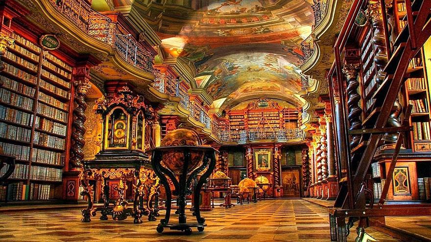 網路爆紅「世界最美圖書館」 超壯觀館藏彷彿「走進霍格華茲」!