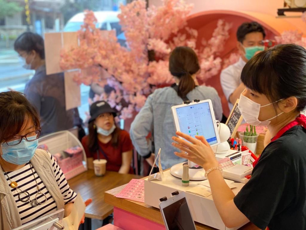 東京飲料店推「台灣護照換珍奶」被韓粉出征 網傻眼:丟臉到國外