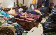 家人衛生習慣超噁!哥哥房間「整座垃圾山」她崩潰:居然是香的