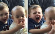 13年前「查理咬我」寶寶長大了...「梗圖變天菜」繼續咬手指!