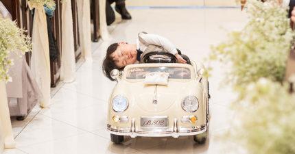 小花童「睡爆歪腰」開車車出場 「服務生亮點」讓網友全噴笑!