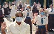 迪士尼樂園釋出「恐怖重啟廣告」戴口罩揮手氣氛超邪門