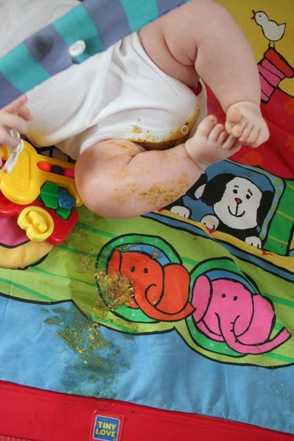 育兒崩潰日常...手伸尿布「抓便便」眾媽超有感:我家的吃下去