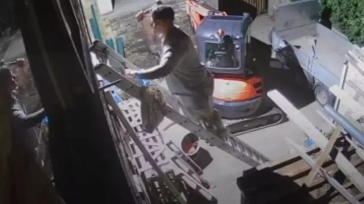醉男「破窗硬闖家中」慘賠萬元 他尬回:不想讓捲餅冷掉...