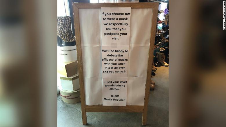 受夠客人不戴口罩!古著店老闆:歡迎來賣「你死掉的阿嬤」二手衣