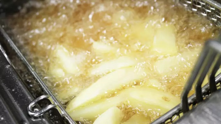 阿嬤「炸薯條」離奇過世 專家「檢查鍋子」嚇傻:用錯油了