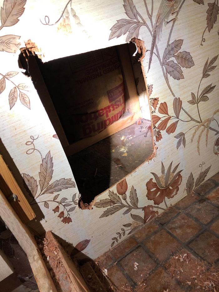 櫃子有洞...他好奇鋸開 發現前屋主「40年前」留下寶藏!