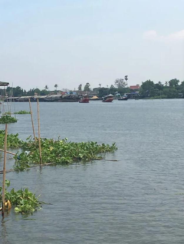 外送員發現「顧客住河中央」還得花錢「請人划船」成功送達!