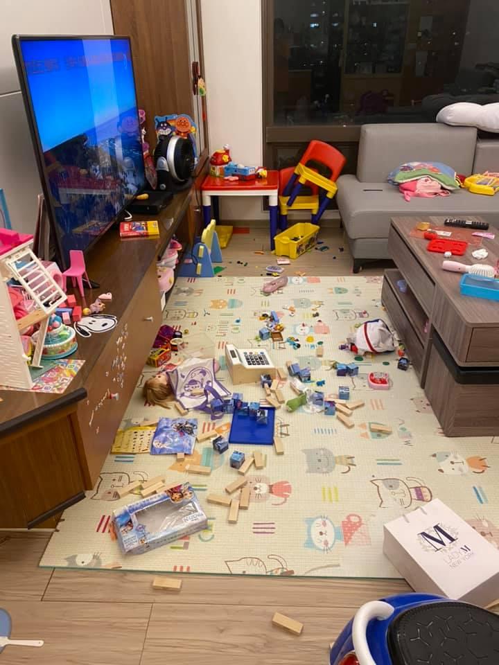 3寶一起放假「客廳馬上被炸」媽媽崩潰:這是暑假第一天