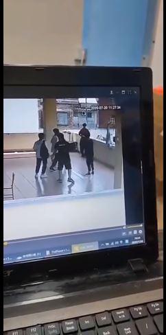 男學生「學KOBE後仰跳投」下秒翻過圍牆...同學急伸手抓不到
