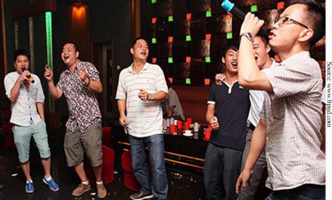 男子嗨唱5小時「唱到爆肺」 醫生警告:「瘦長體型」最危險