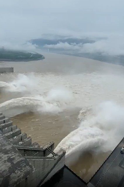 三峽大壩洪水湖北房屋倒塌