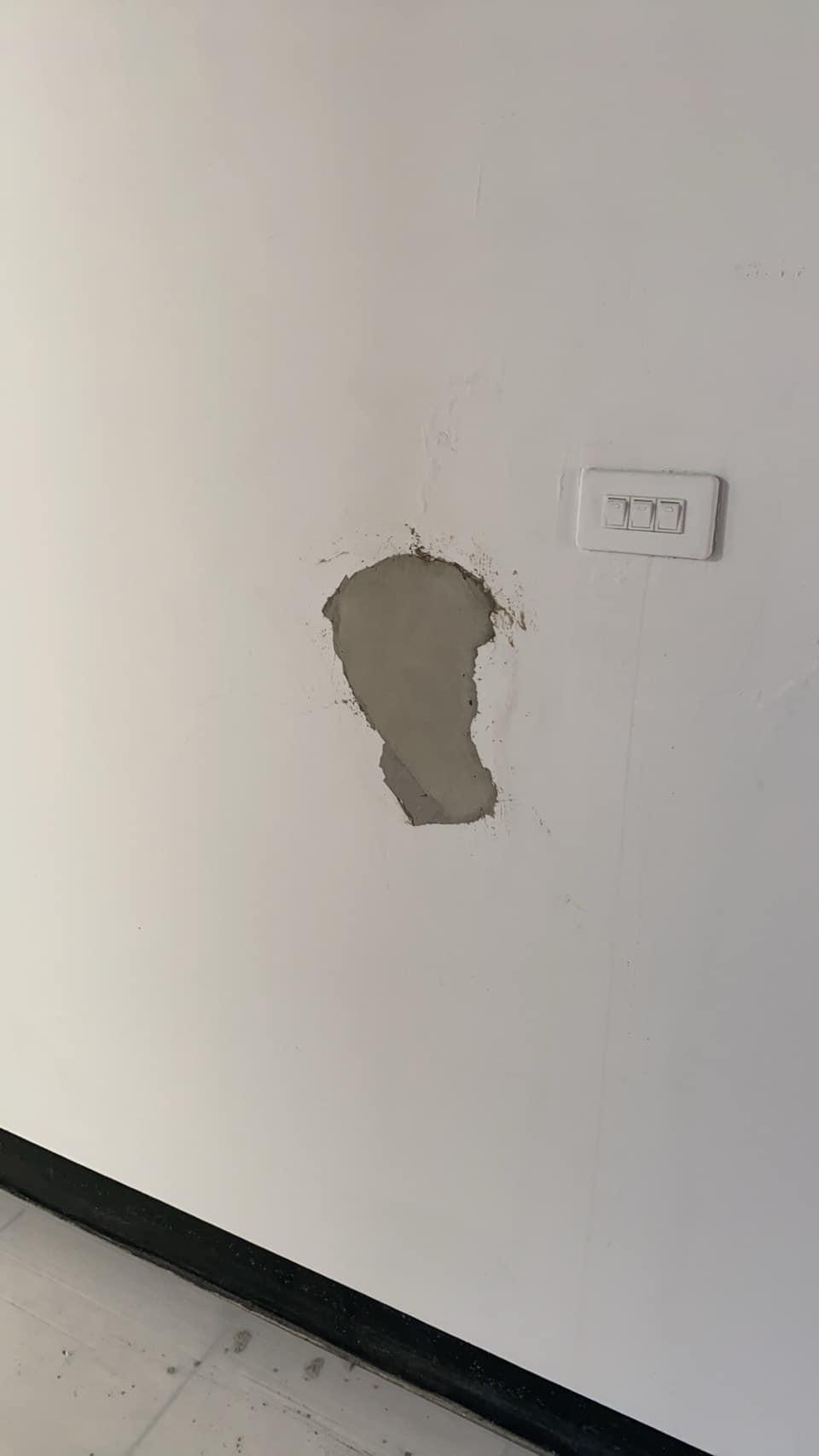 鄰居裝修把「牆壁弄破大洞」 工人敷衍「會修好」下秒直接落跑!